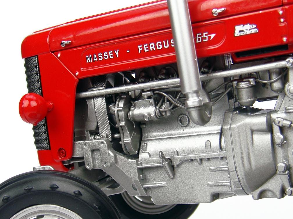 MASSEY FERGUSON 65 Fabriqué par Universal Hobbies - Echelle 1/16