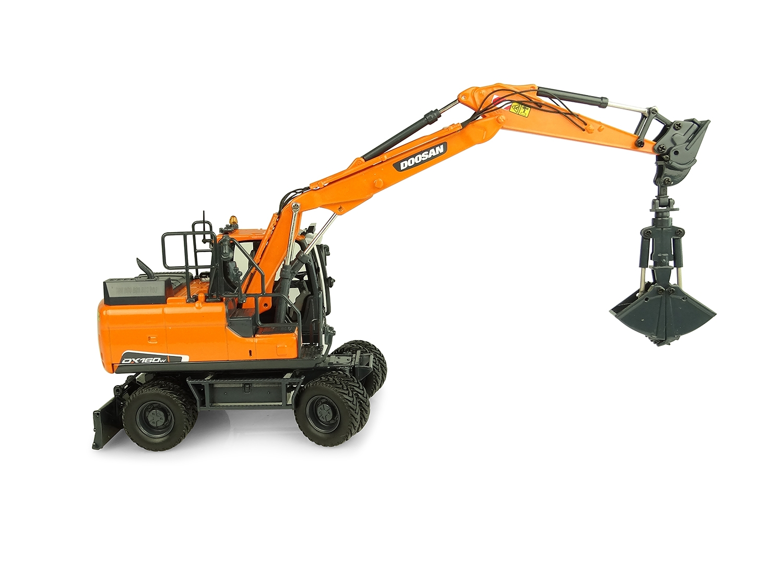 Doosan DX160W with 2 attachments : Tilting bucket